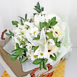 White Lily and Gerbera Handbouquet