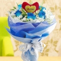 6 blue roses (with heart-shape Tag at center) handbouquet