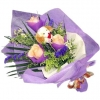 3 Champagne Roses With soft toy at ctr Handbouquet