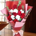 9 Red Roses & Cotton Flowers Handbouquet.