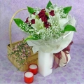 4 White Lilies and 10 Red Roses Handbouquet Valentine Delivery