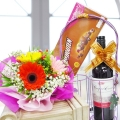 Red wine with VanHouten Assortment Chocolate 180g & Flowers
