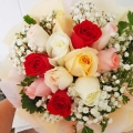 12 Mixed Roses Handbouquet